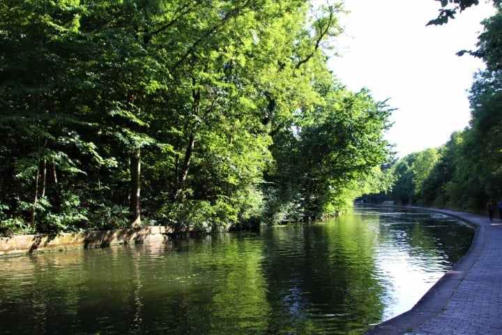 Regents Canal - green and serene in London