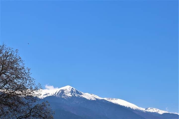 Snowy peaks in Bansko