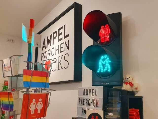 Ampel Parchen Rocks - LGBTIQ shop Vienna