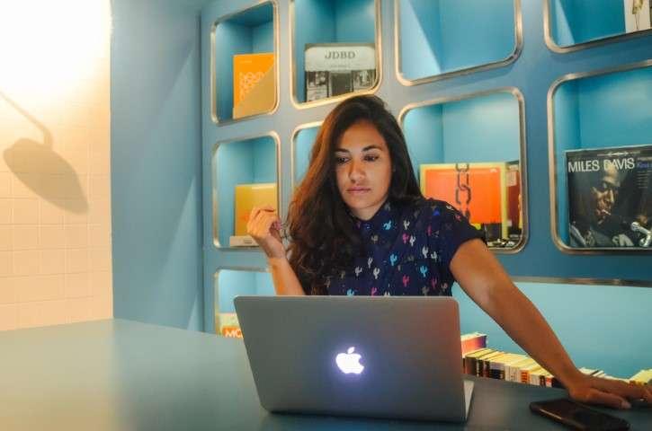 Andrea Valeria - digital nomad at work