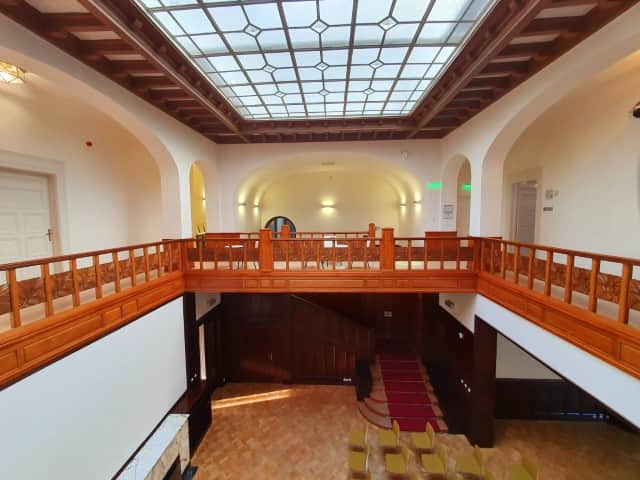 Low Beer Villa - the main hall