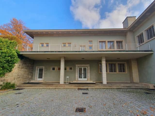 Brno Stiassni Villa - L shaped minimalist exterior