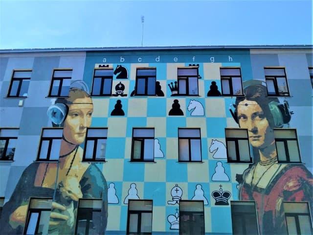 Contemporary Ladies - street art in Kaunas