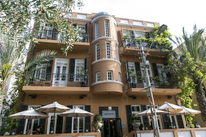 Hotel Montefiore in a Bauhaus building in Tel Aviv