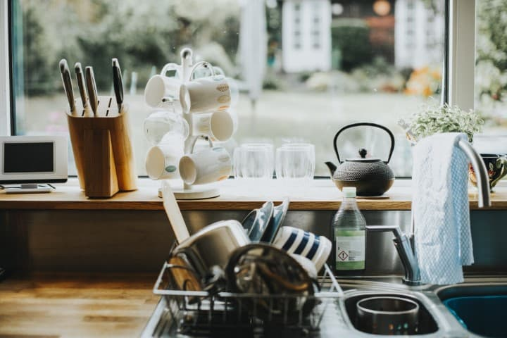 Kitchen Airbnb amenities - tips for hosts