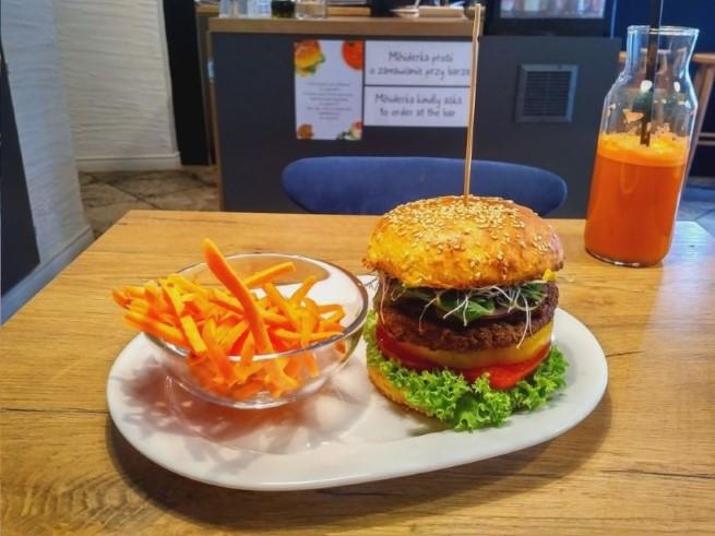 Vegan Krakow guide - Mihiderka vegan burger