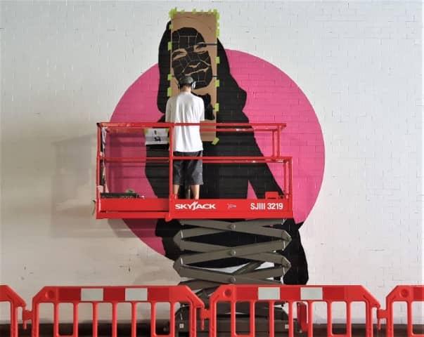 Street Artist in Action - Klingatron