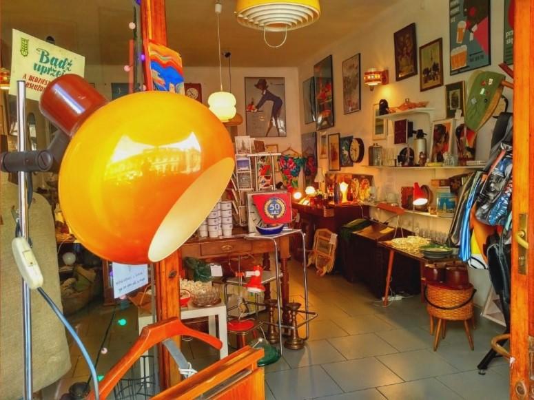 Szpeje Vintage Shop in Krakow - a look from outside