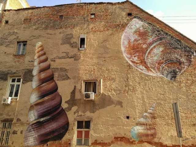 Xenophora - Zagreb street art by Lunac