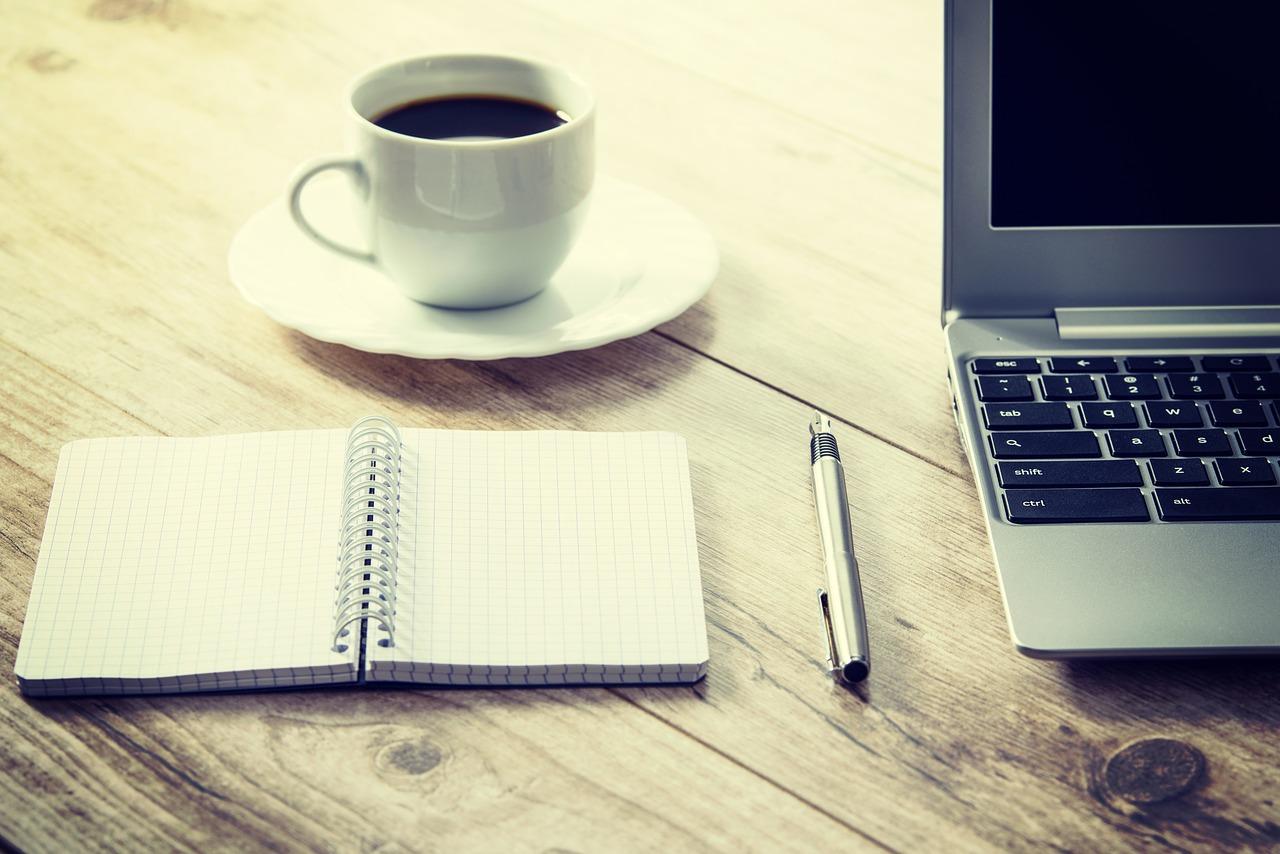digital nomad laptop cafe