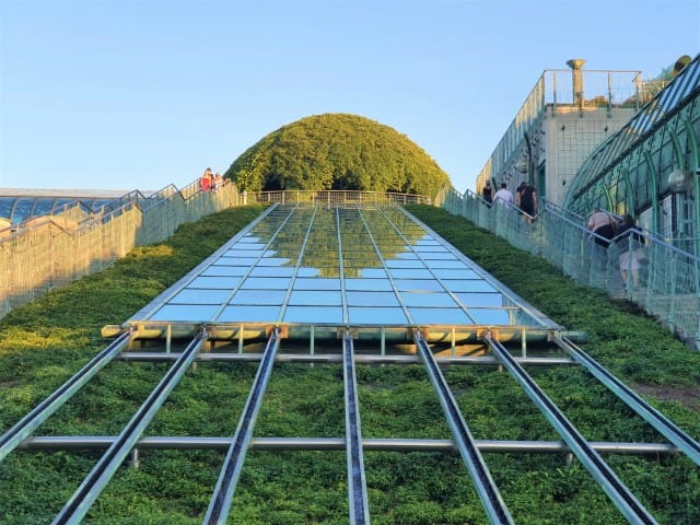 The roof garden at the university library - Warsaw hidden gems