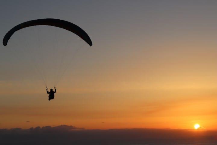 Sunset paragliding in Torrey Pines Gliderport San Diego